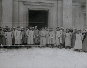 Группа офицеров лейб- гвардии конного полка у входа в Конногвардейский манеж с гостями- офицерами немецкой армии.
