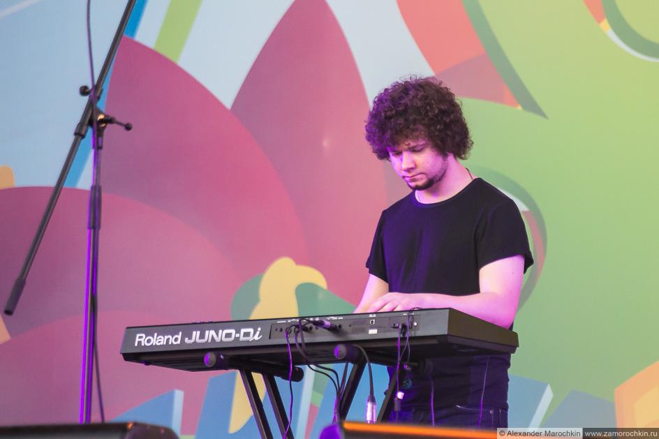 Клавишник группы Мураками на концерте в Саранске