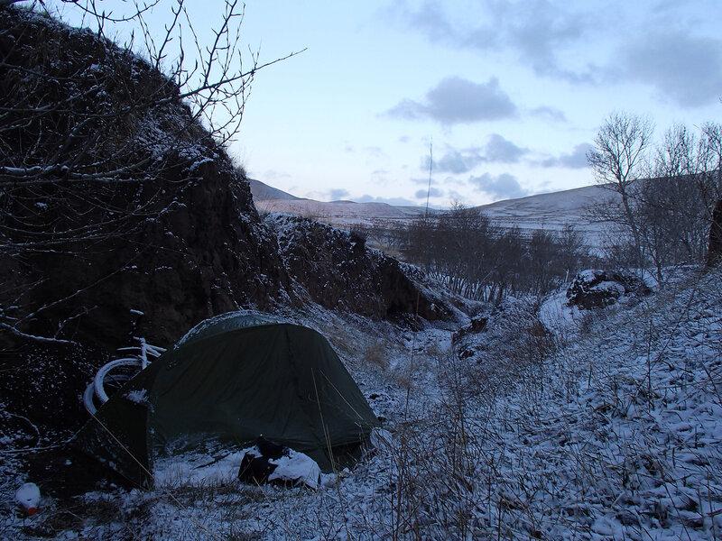 вечер после снегопада в горах внтрунней монголии, китай