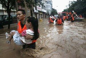 В Китае в результате наводнений погибли более 350 человек