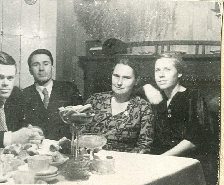 1930-е. Застолье