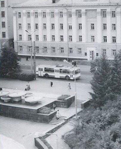 Фонтан у Овального зала, фото из коллекции А.Лимарова