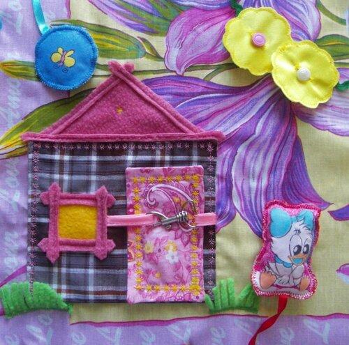 Развивающие игрушки-книжки... страничка Домик для нее!