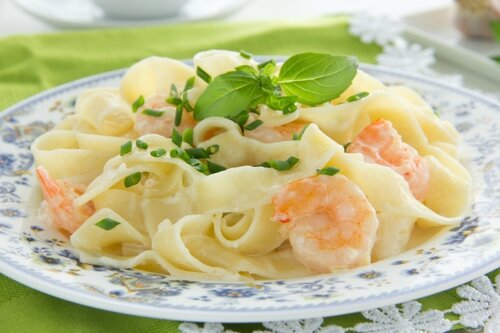 Pasta tagliatelle with shrimps and Basil.