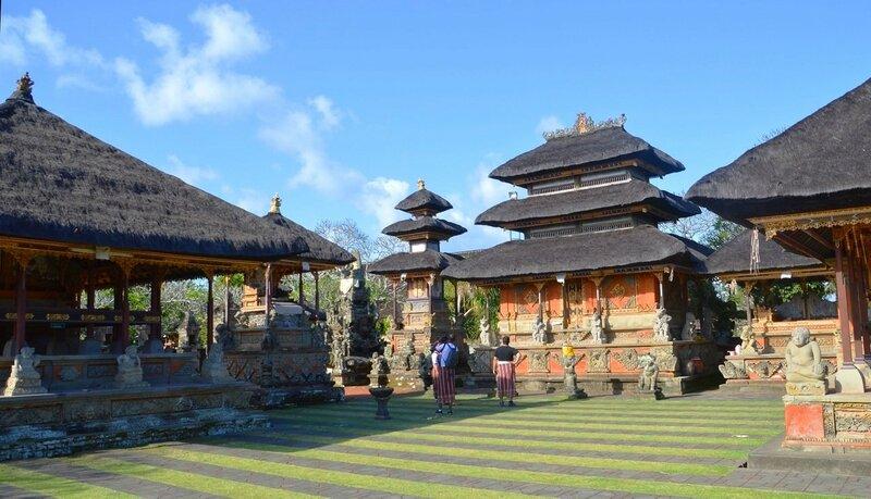 В деревенском Храме (Бали)