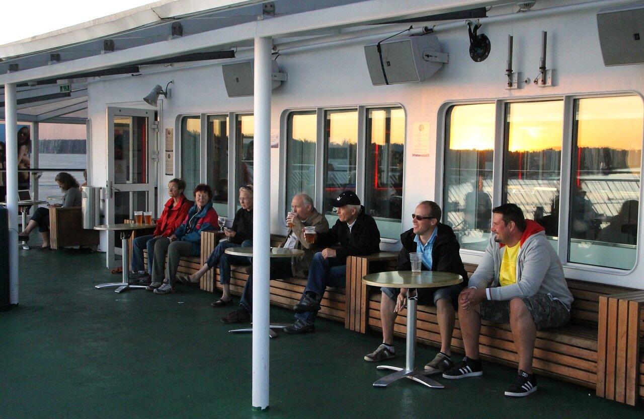 Stockholm skerries. Sanset. Закат. стокгольмские шхеры. Passengers of Silja Galaxy Ferry. Пассажиры парома