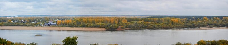Панорама противоположного берега Вятки с Титаником и осенними желтыми деревьями, снятая с набережной DSCN4663_DSCN4669_panorama