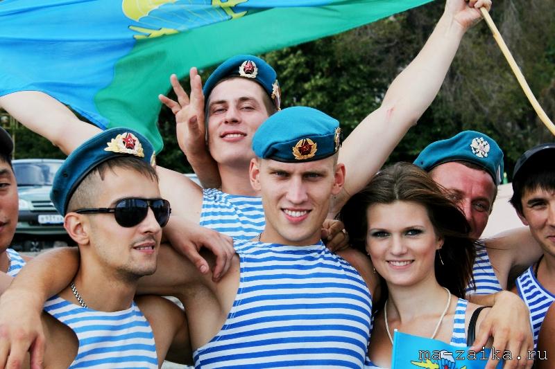 День воздушно-десантных войск (День ВДВ) в Саратове, 2 августа 2011 года