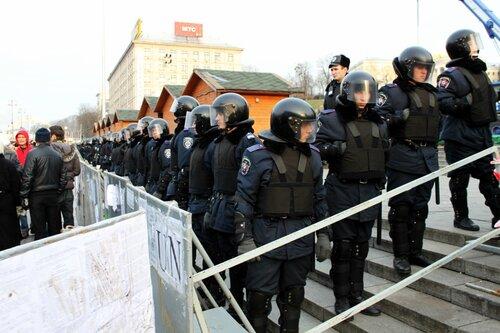 Милицейское оцепление Майдана Незалежности