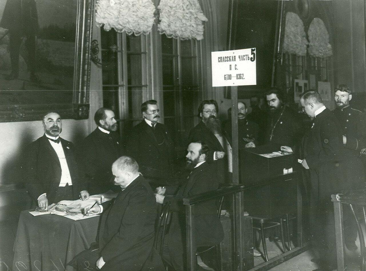 Заседание комиссии по выборам выборщиков во Вторую Государственную думу от Московской части Петербурга в Городской думе