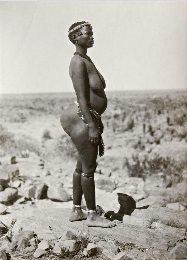 Женщина племени Нарон. Протекторат Бечуаналенд. 1936
