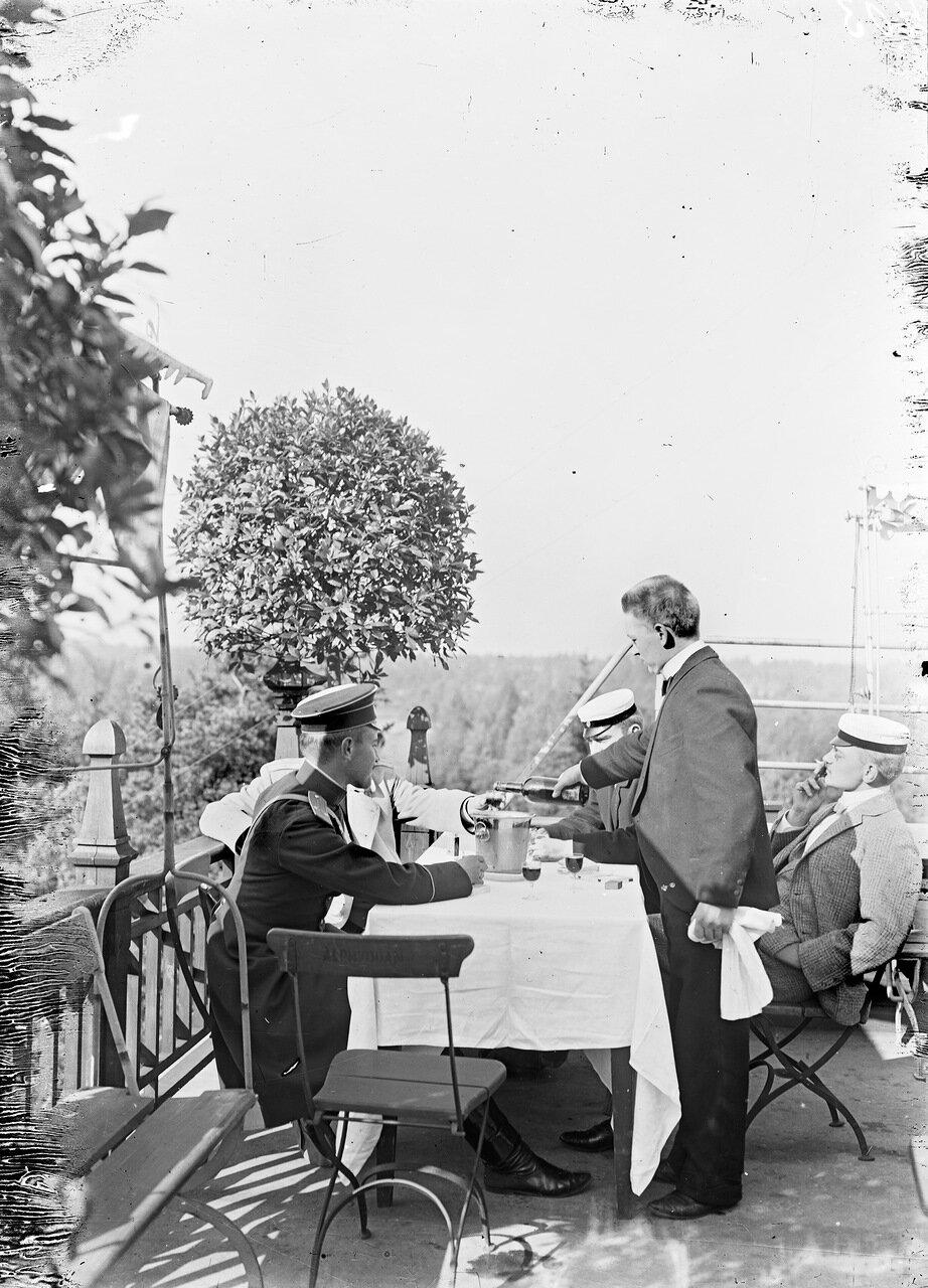 В ресторане Альпилла около 1900 года