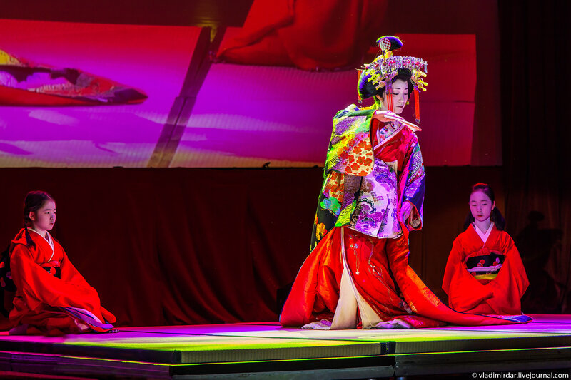 Танец Кикуава-таю перед чайной церемонией