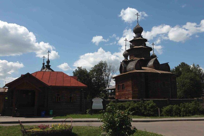 Суздаль - Музей деревянного зодчества и Преображенская церковь