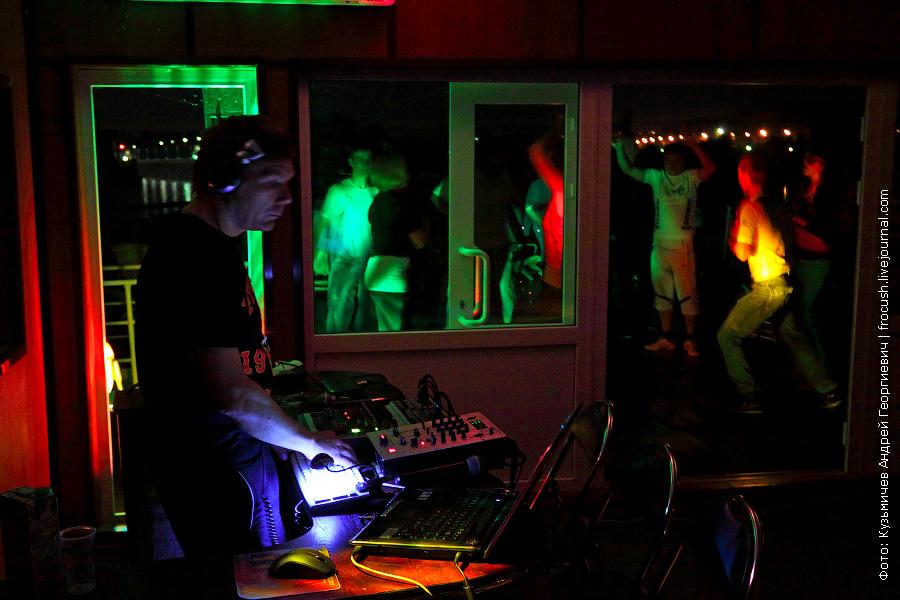 Киноконцертный зал в кормовой части шлюпочной палубы во время ночной дискотеки