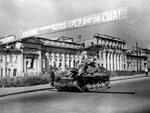 В освобожденном Харькове. Август 1943 г..jpg