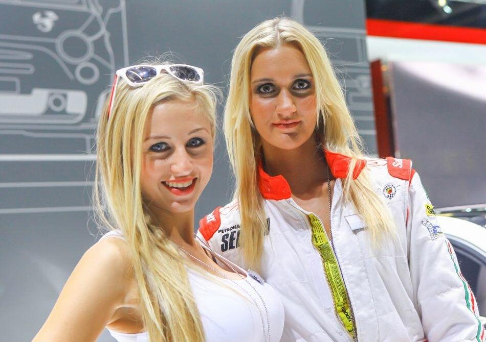 Девушки Франкфуртского автосалона-2013