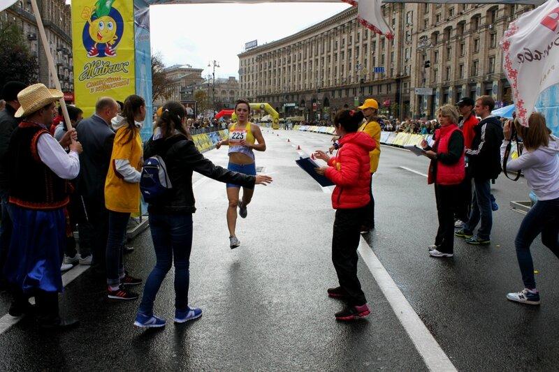 Финиш победительницы женского забега