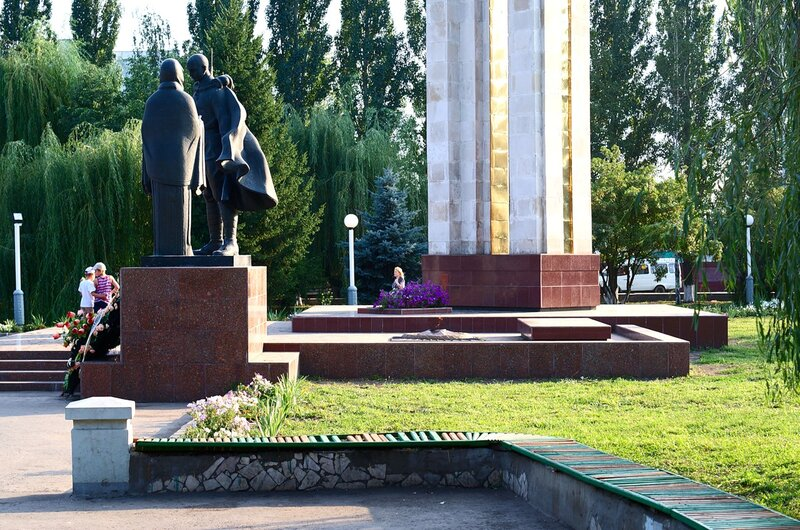 Памятники г Мичуринска