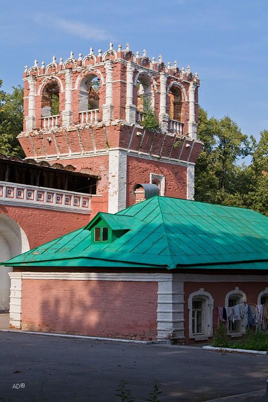Квадратная башня Донского монастыря