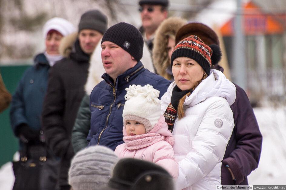 Зрители на праздновании Масленицы