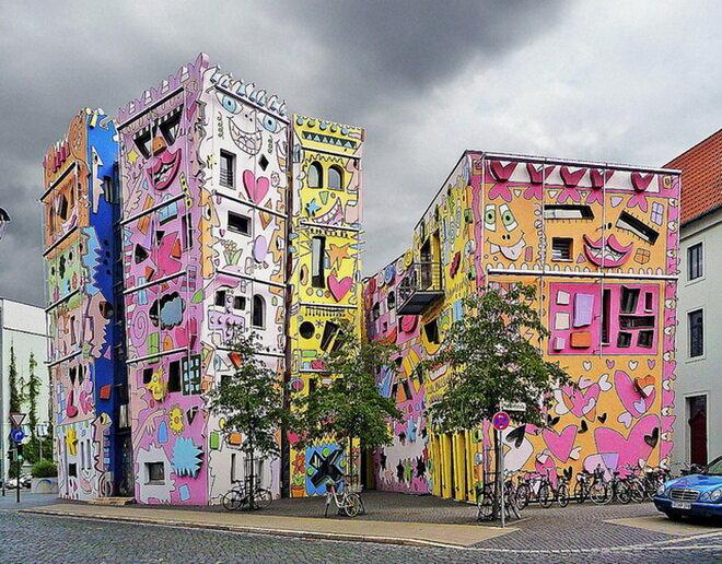 Счастливый дом Рицци (Happy Rizzi House). Германия