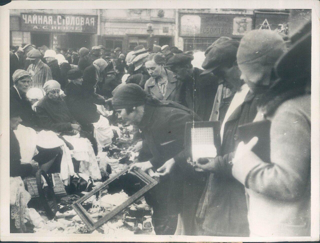 1930. 25 марта. На стихийном рынке