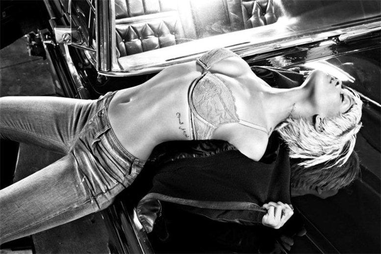 Rihanna / Рианна в рекламе белья Emporio Armani, осень 2011 / фотограф Steven Klein