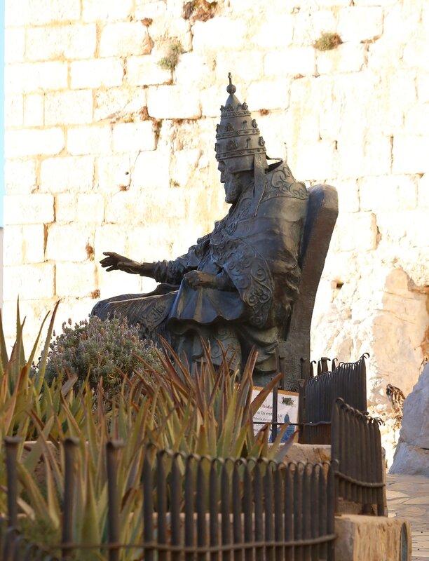 Peniscola, Monumento al Papa Luna.  Пеньискола. Памятник Папе Луне.