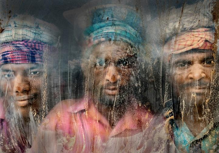 3. Поощрительная премия — «Дробильщики гравия» (автор: Файзал Азим, Бангладеш). Эти рабочие занимают