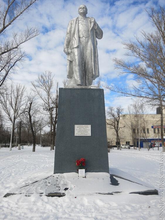 Цена на памятники саратов в заводском памятники на могилу новосибирск женская одежда