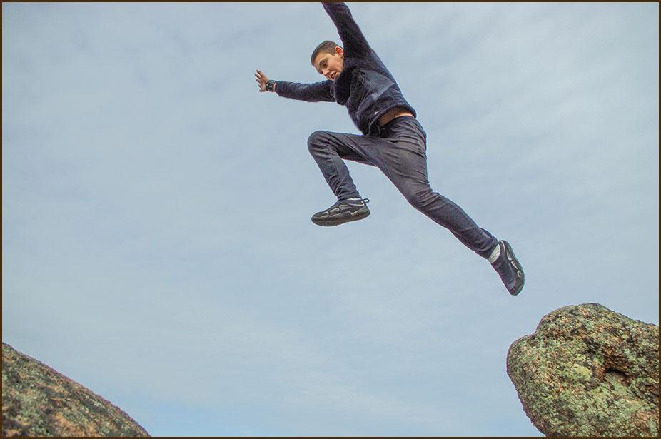 вашем четкие фото человек в прыжке листья
