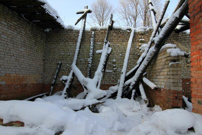 Обвалившаяся крыша в галерее