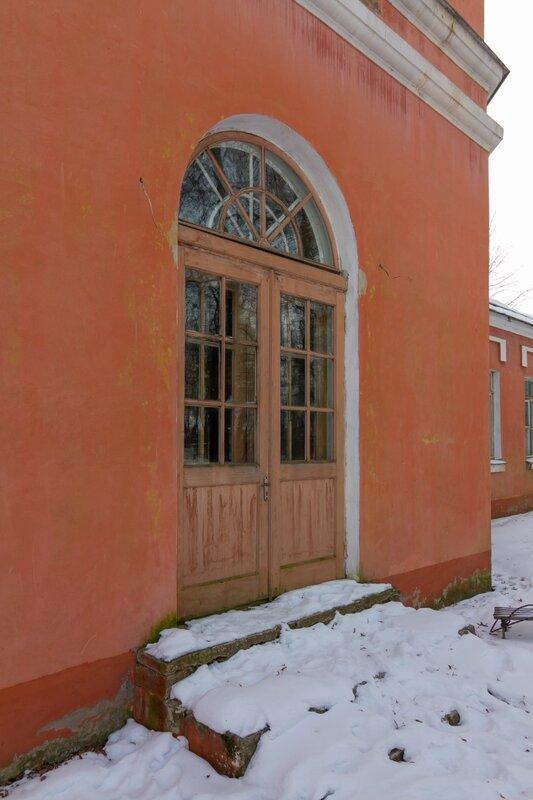 Дверь в Южный флигель