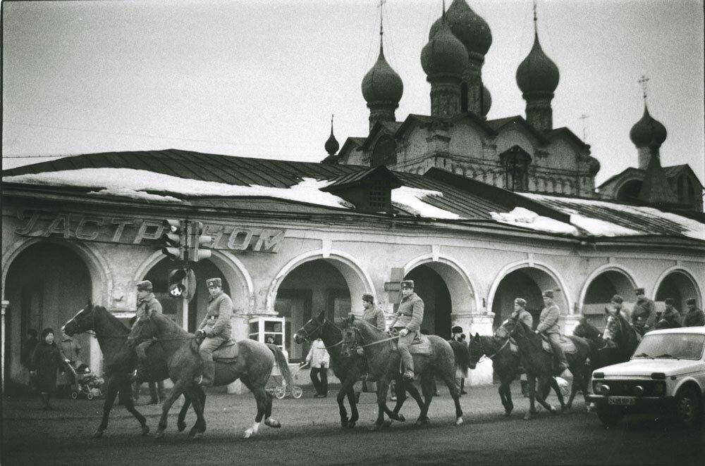 По главной улице. СССР, 1989