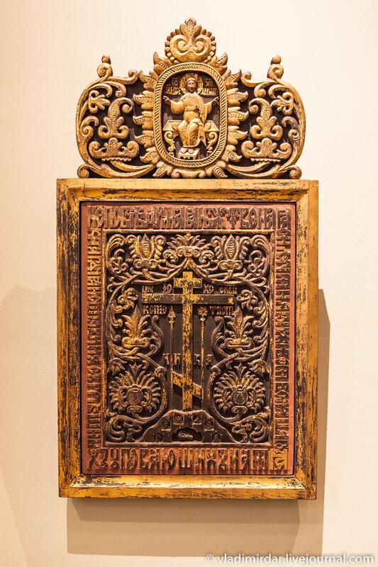 Голгофский крест в орнаментальном обрамлении. XVIII век.