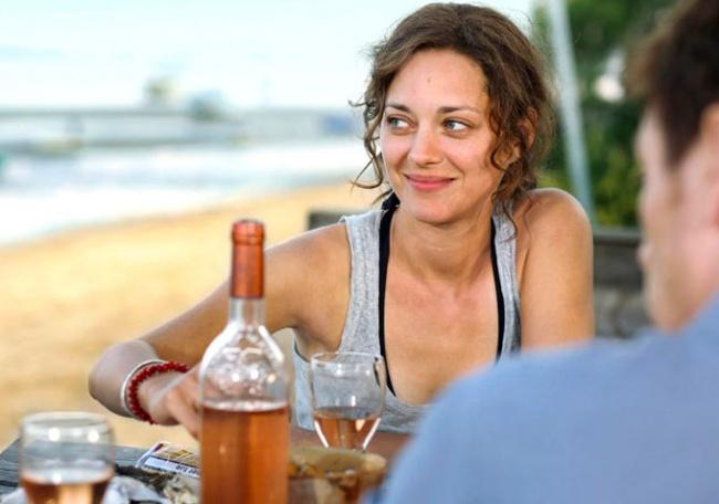 © EuropaCorp  Француженка неотправляет врот ложку заложкой, превращая обед или ужин вприем