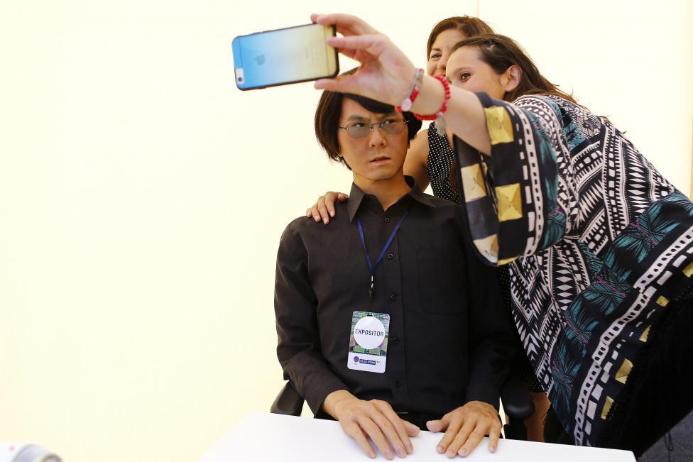Робот «Xiaomei» на презентации в Университете Цзюцзяна в Цзюцзяне в провинции Цзянси, Китай, 3 июня