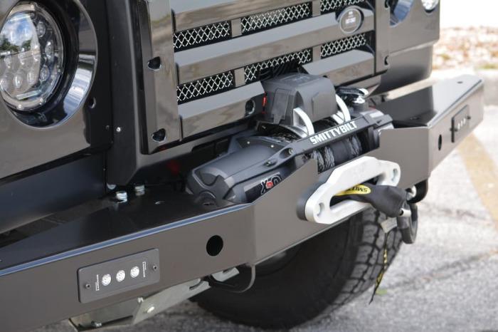 Новые примочки. В обновленном Land Rover Defender были заменены валы привода, появились мосты с само