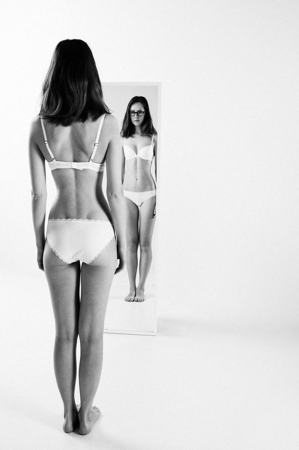 Толстые девушки показывают своё тело 2 фотография