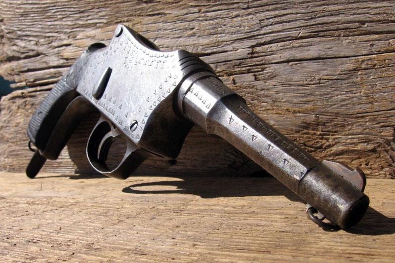 Используя изобретательность и смекалку, это оружие было произведено в небольших мастерских. Удивител