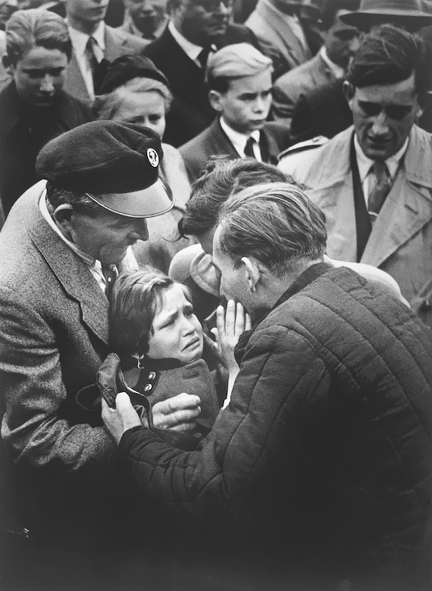 «Мону Лизу» возвращают в Лувр после Второй мировой.