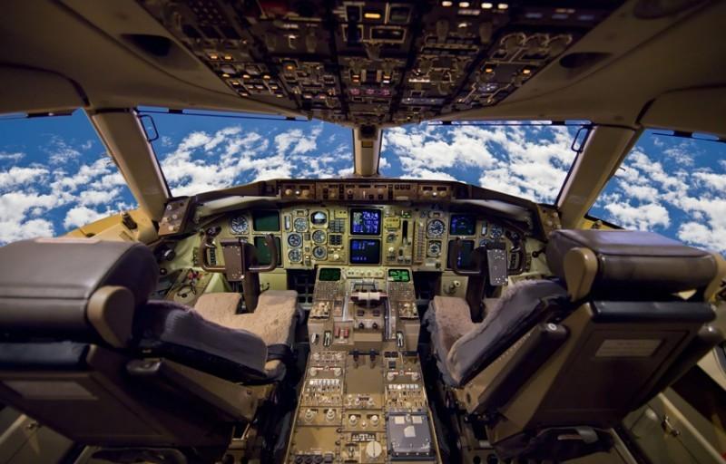 Опоздание пилота Перед тем, как сесть за штурвал пассажирского лайнера, летчикам приходится много уч