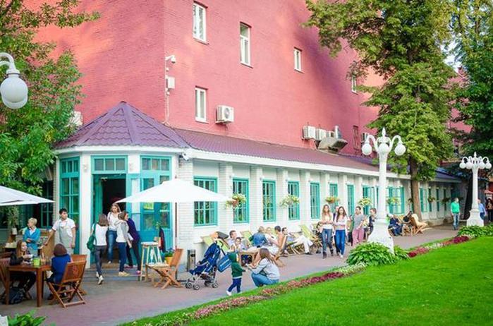 10 самых красивых летних террас баров и ресторанов Москвы