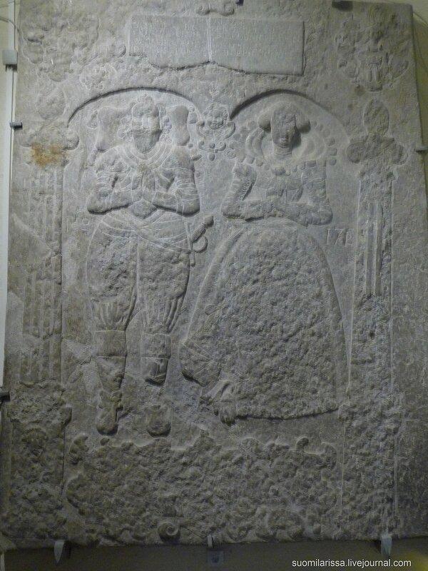 Надгоробная средневековая плита.