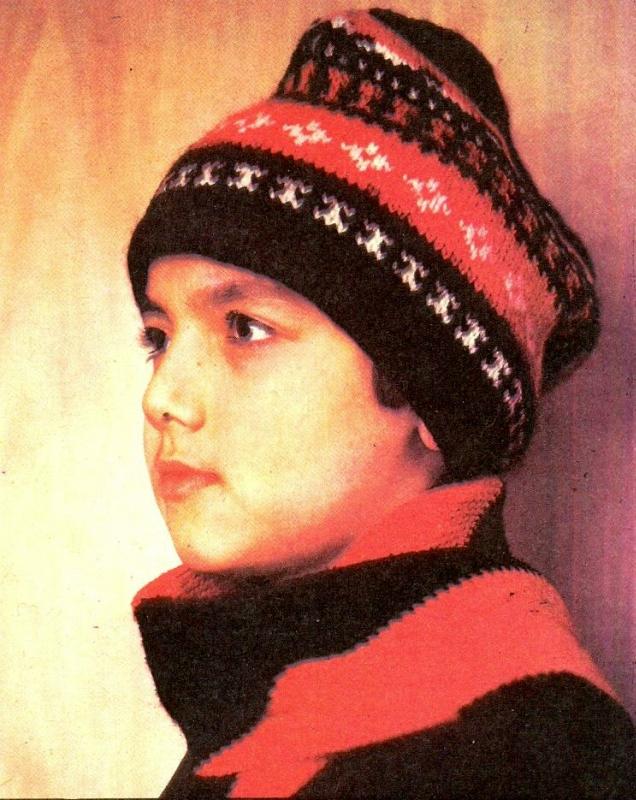Спортивная шапочка для мальчика Петушок, вязаная спицами