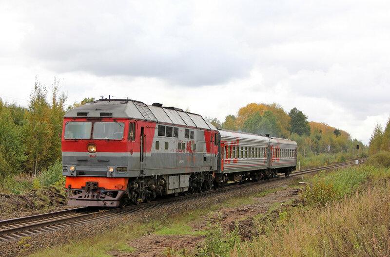 Поезд 6696 под тепловозом ТЭП70-0084 Бологое - Сонково на перегоне Шишково - Бежецк, платформа Сменово