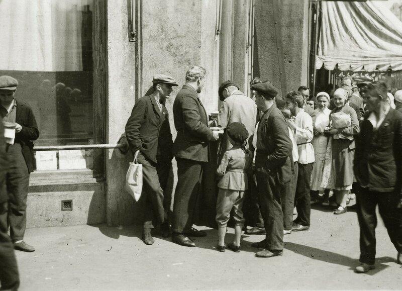 476357 Очередь у Торгсина на Арбате Eirik Sundvor 1935.jpg