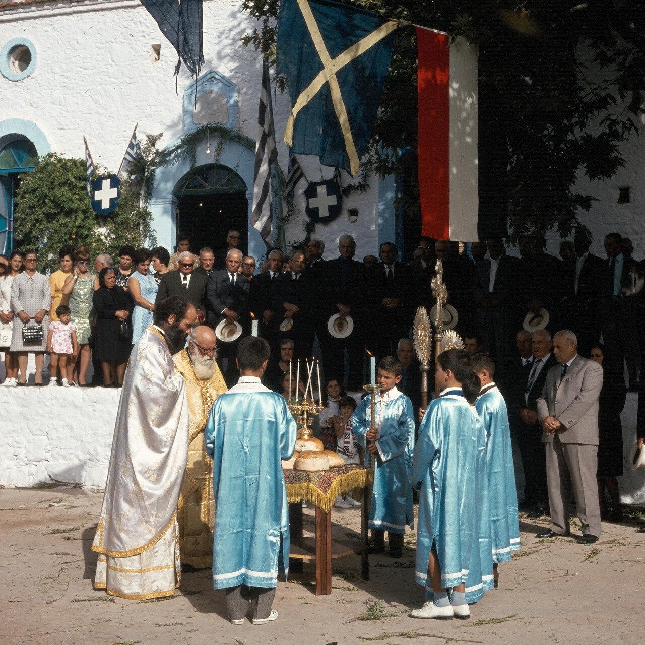 Хиос. Лангада. Церковь Св.Софии. Благословение хлебов