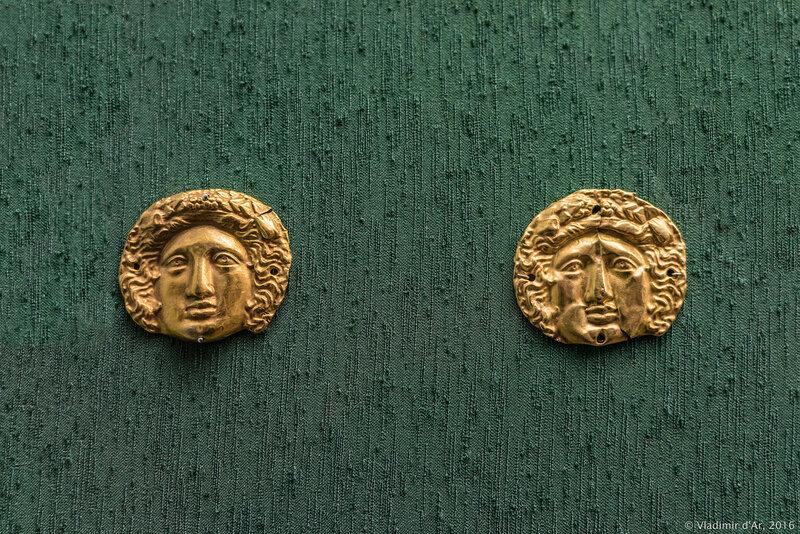 Бляшки нашивные с изображением головы Диониса